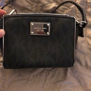 Michael kors cross body handbag